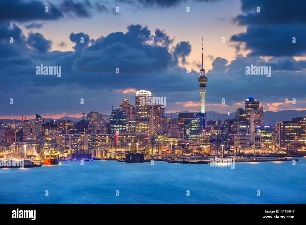 Auckland. Cityscape immagine della skyline di Auckland, in Nuova Zelanda durante il tramonto. Immagini Stock