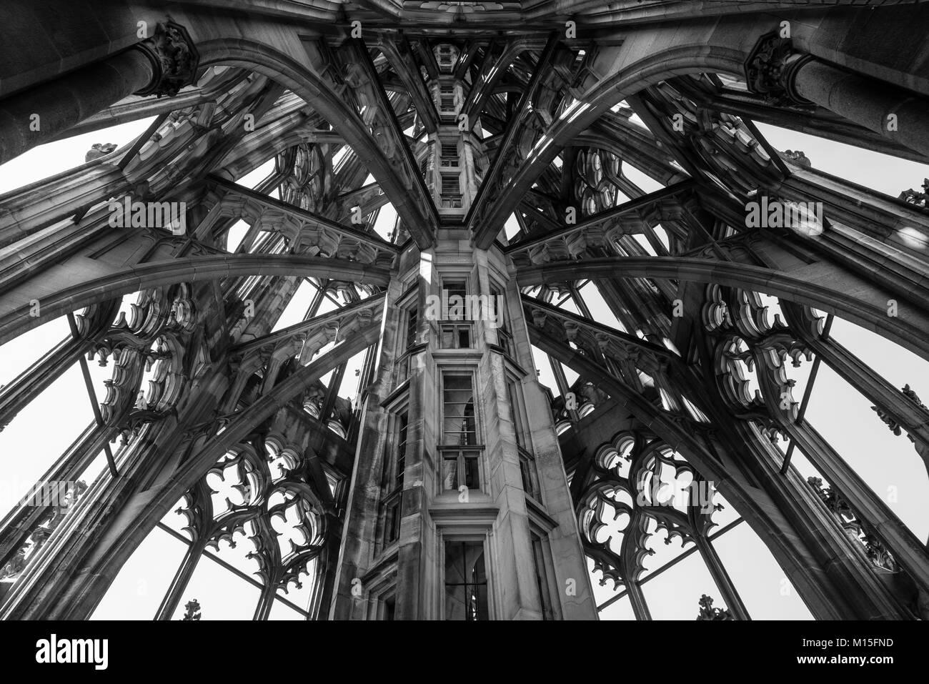 Ulm Minster (tedesco: Ulmer Münster) è una chiesa luterana si trova a Ulm in Germania. Chiesa più alto, 5 struttura più alto costruire prima del XX secolo. Foto Stock