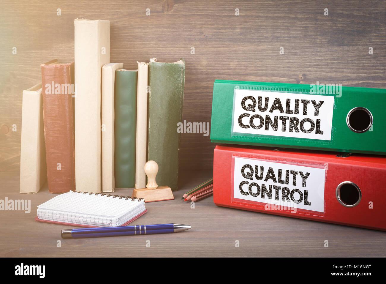 Scrivania Ufficio Normativa : Il controllo di qualità leganti sulla scrivania in ufficio