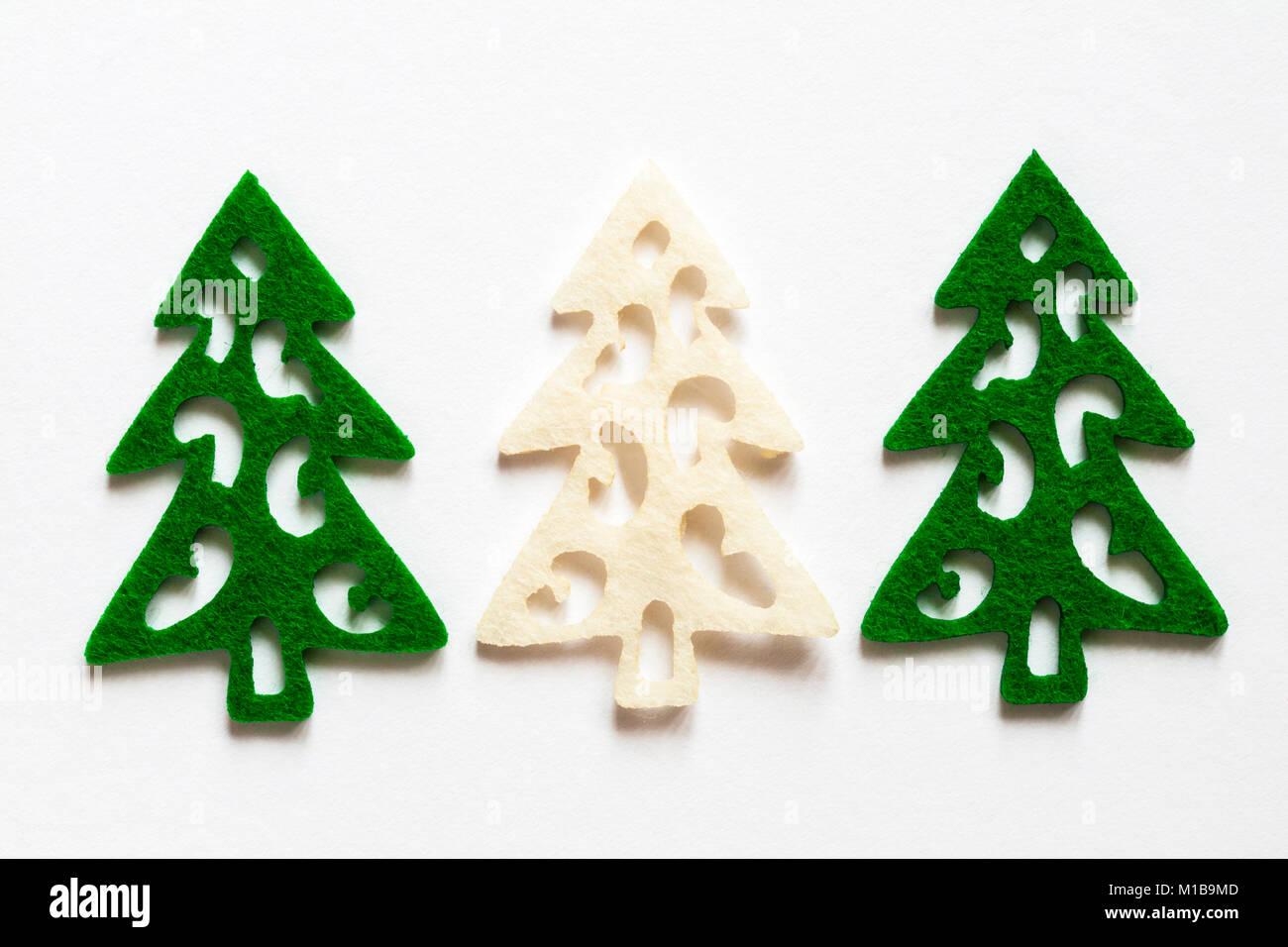 Feltro albero di Natale forme impostato su sfondo bianco Immagini Stock