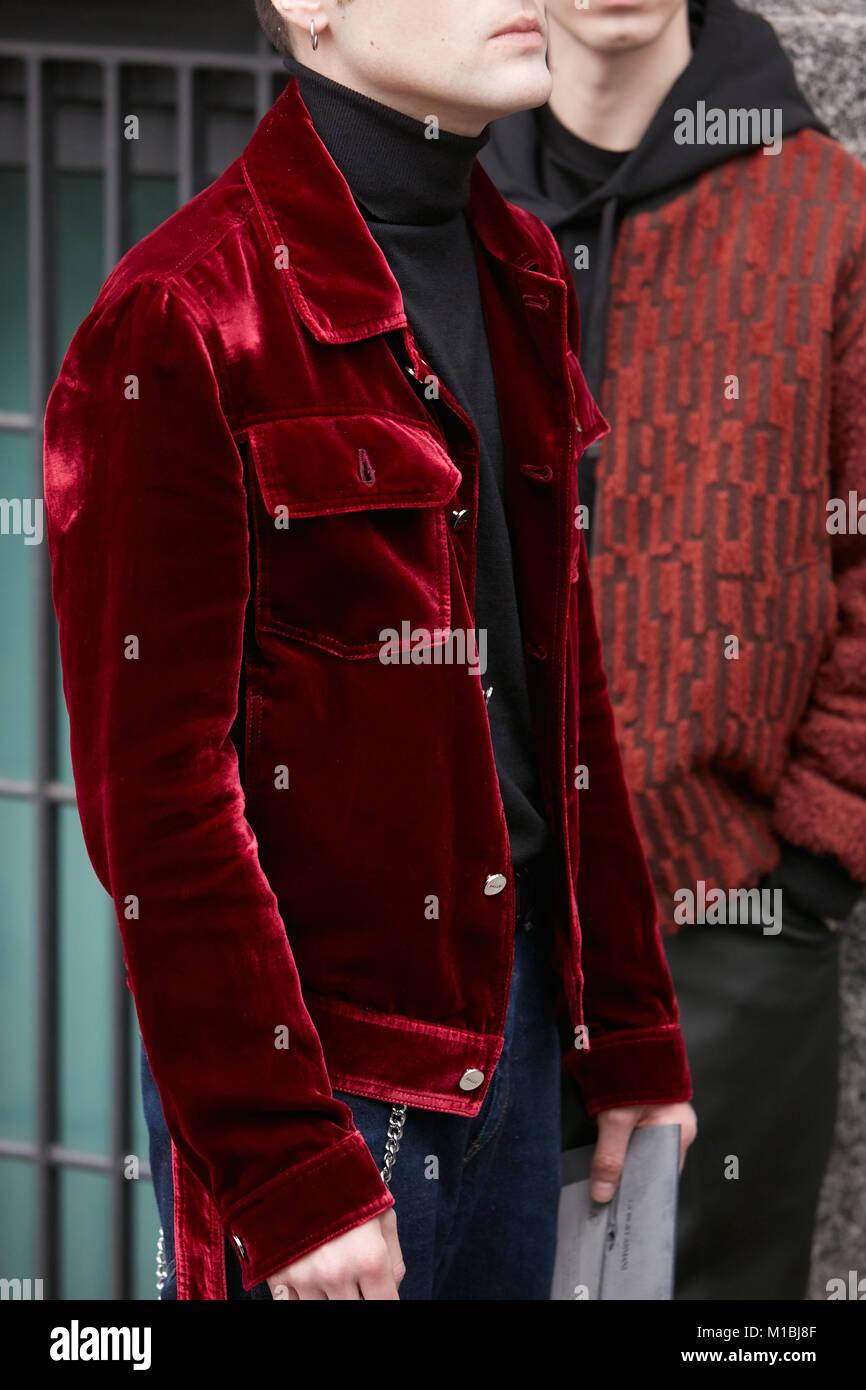 new style d90e2 3ca59 Milano - 15 gennaio: Uomo con red Giacca in velluto e ...