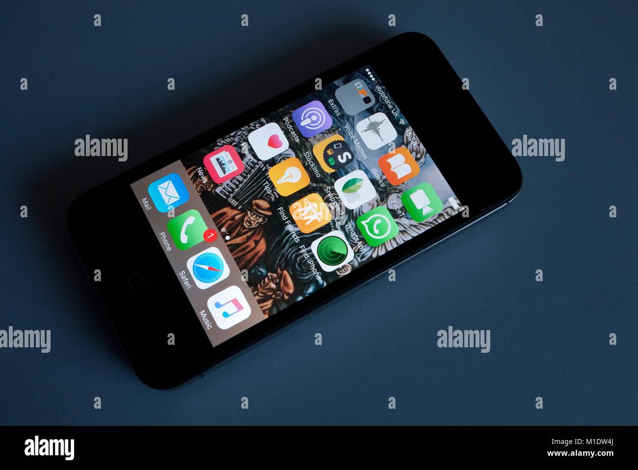 I Phone 4 S che mostra le app, UK. Immagini Stock