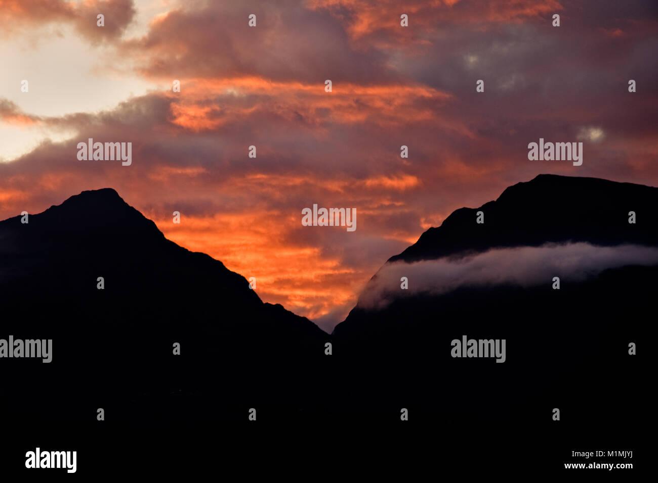 Tramonto su montagne,Salazie,Reunion Island,Francia Immagini Stock