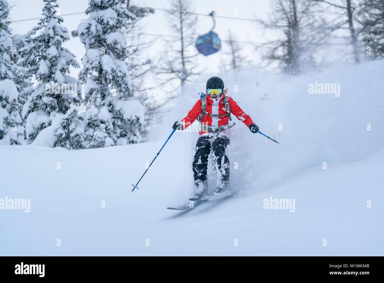 Polvere di donna Sciare nelle Alpi,Sportgastein,Salisburgo, Austria Foto Stock