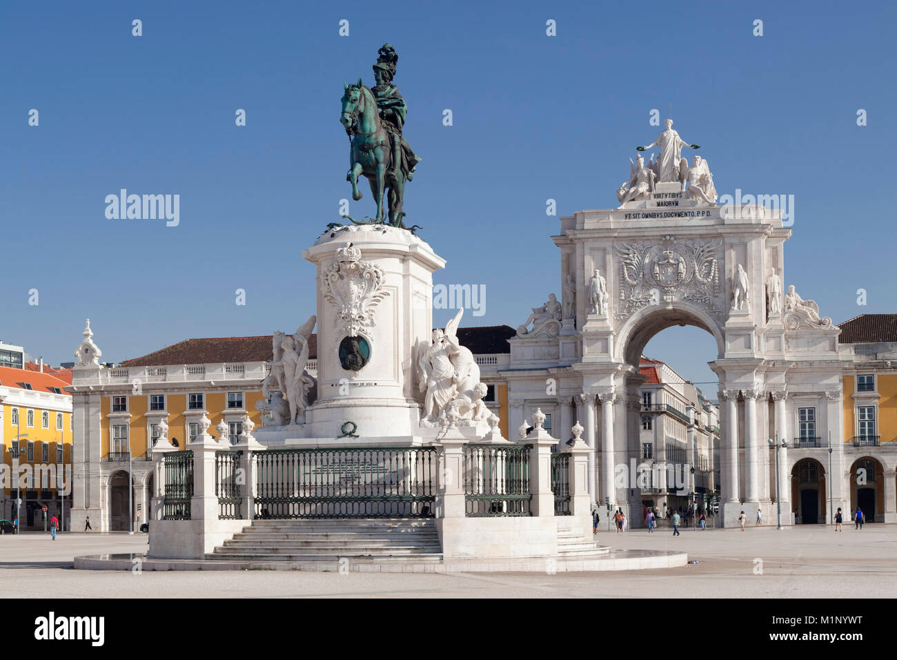 Arco da Rua Augusta arco trionfale, re Jose io monumento, Praca do Comercio, Baixa, Lisbona, Portogallo, Europa Immagini Stock