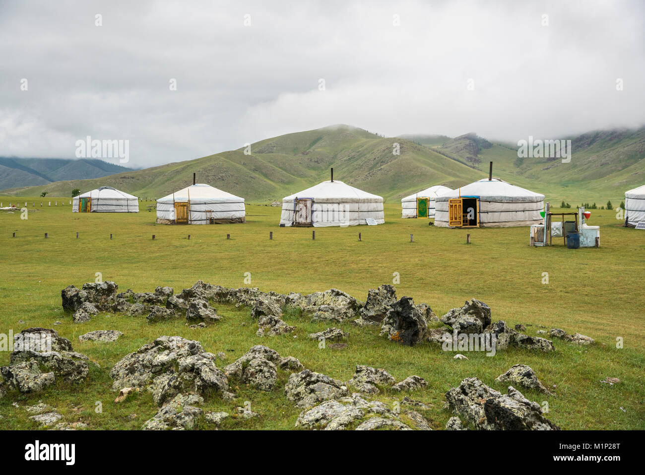 Famiglia nomade ger camp, Orkhon valley, Sud provincia Hangay, Mongolia, Asia Centrale, Asia Immagini Stock