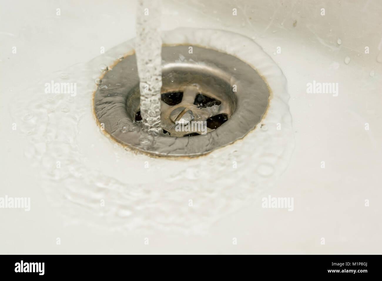 Scarico Della Vasca Da Bagno In Inglese : Acciaio inossidabile svuotamento della vasca da bagno foto