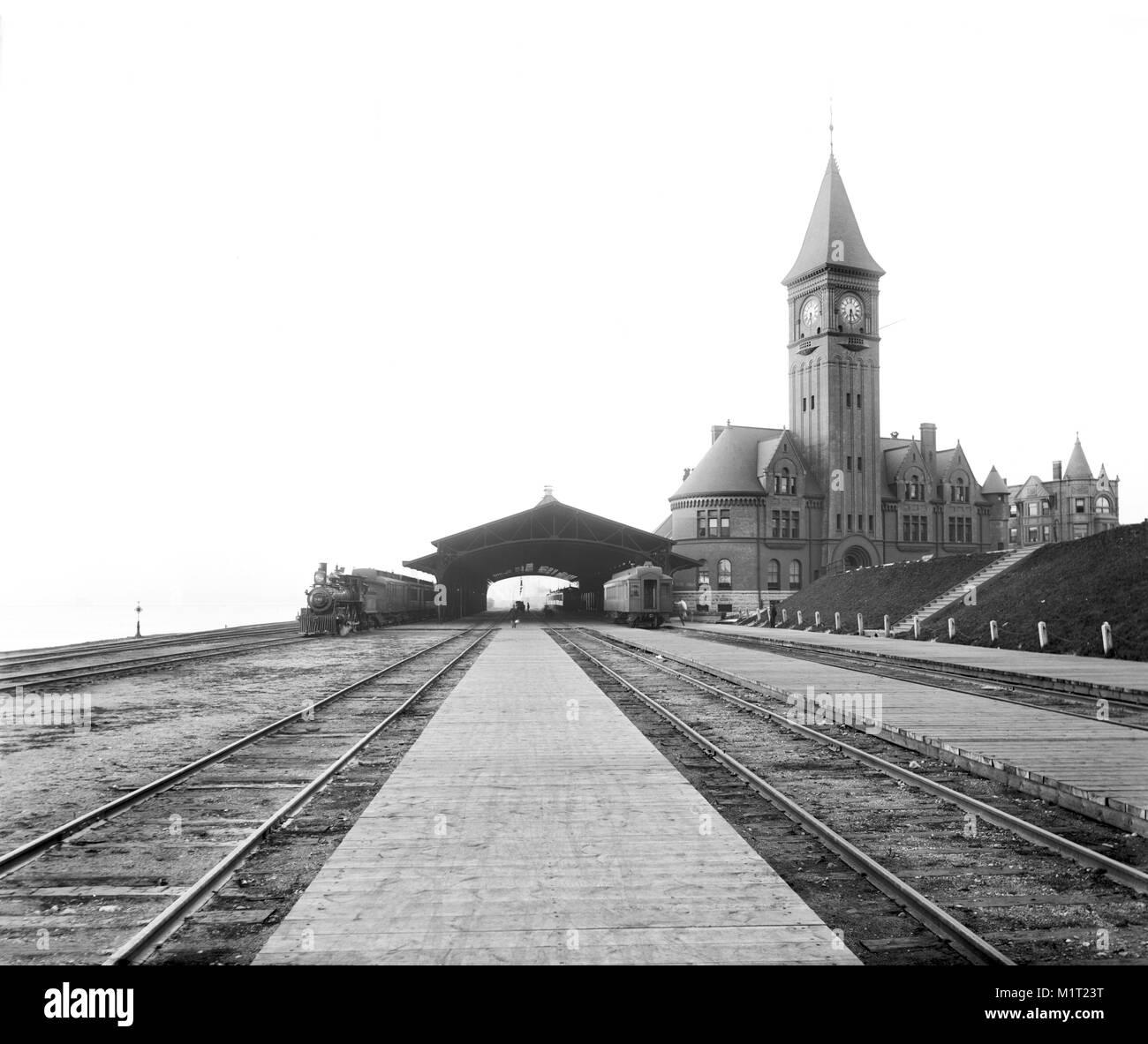 Chicago & North Western Railway Station, Milwaukee, Wisconsin, USA, Detroit Publishing Company, 1890 Immagini Stock