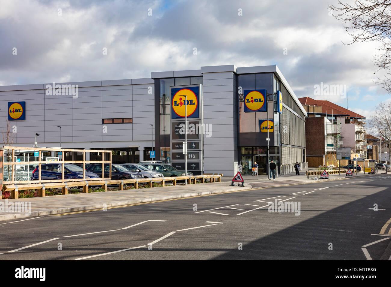 Grande negozio Lidl nel centro di Bexleyheath, London Borough of Bexley, Regno Unito Immagini Stock