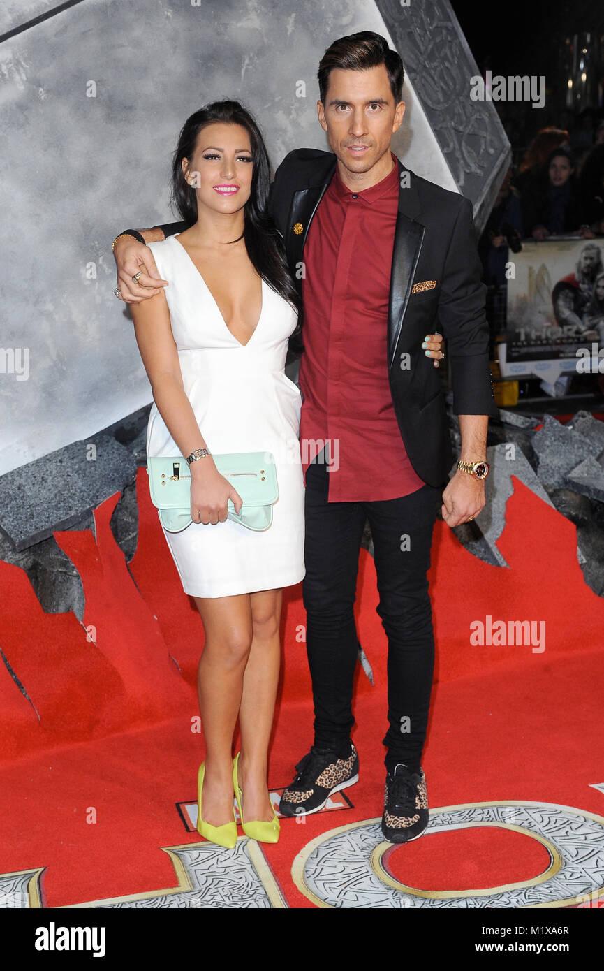 Russell Kane e Lindsay Cole frequentare la premiere mondiale di Thor - Il mondo oscuro di Odeon Leicester Square, Immagini Stock