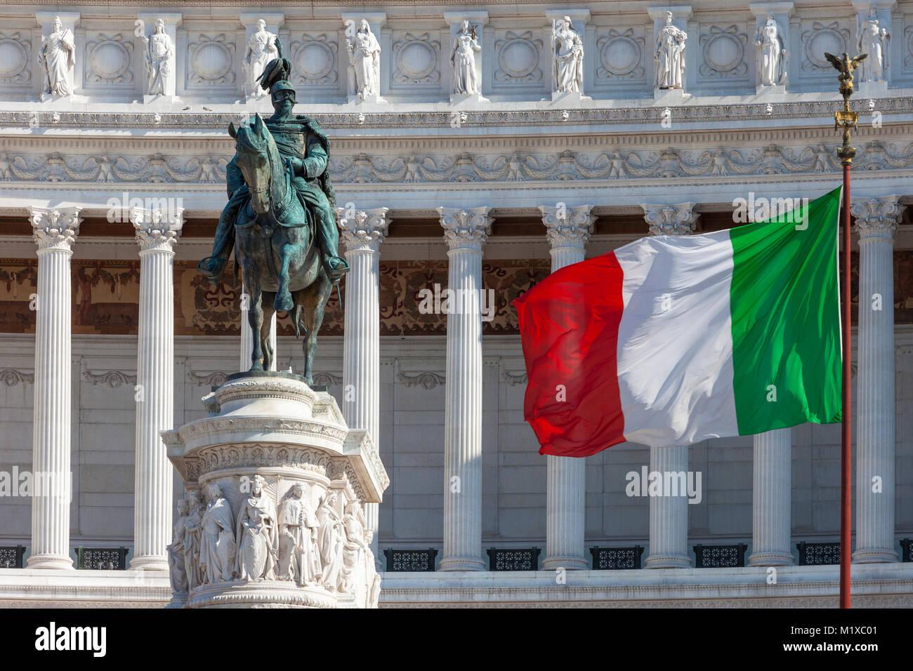 L'Altare della Patria - il Monumento Nazionale a Vittorio Emanuele II, statua, bandiera e Monumento, Roma, lazio, Immagini Stock