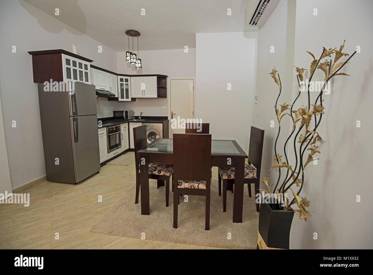 Interni arredamento cucina sala da pranzo Camera design con ...