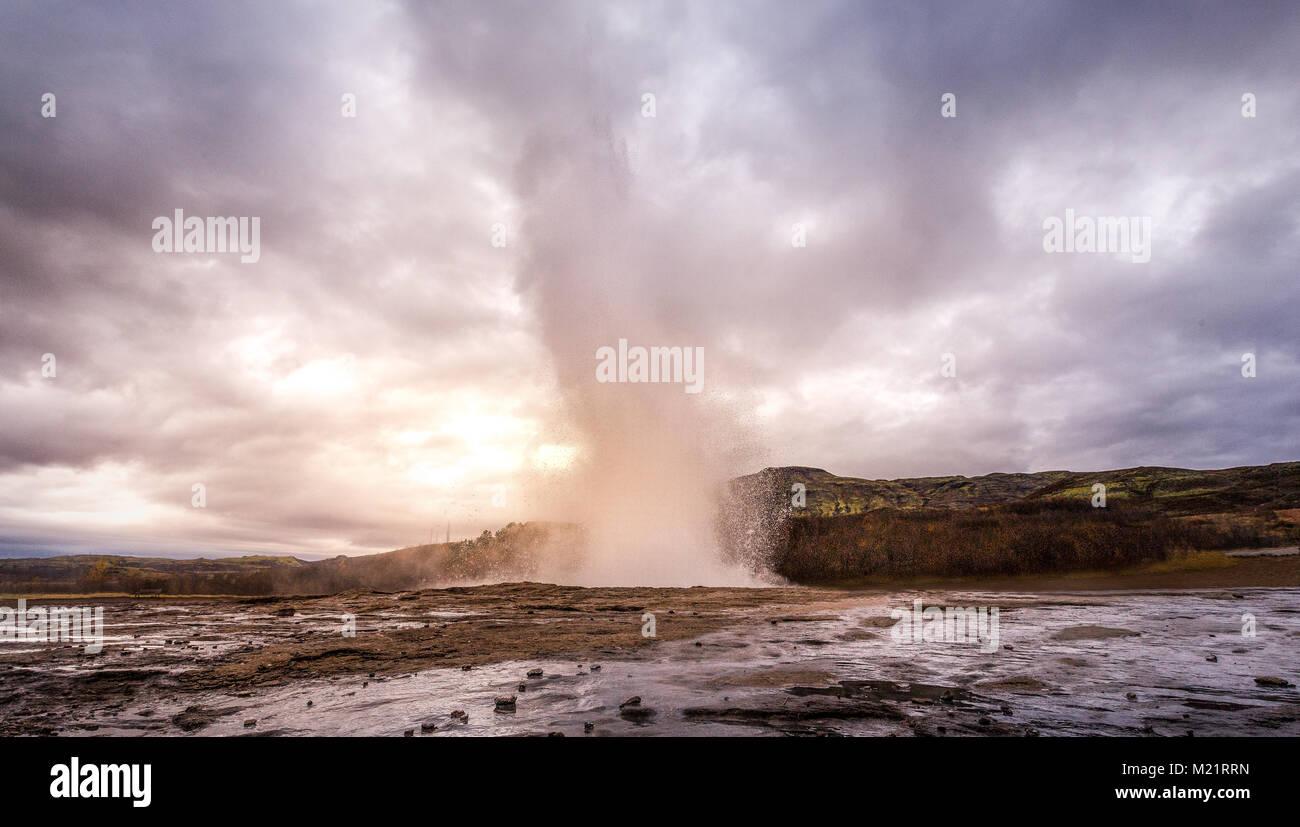 Awesome Geysir nel sud dell'Islanda in s Immagini Stock