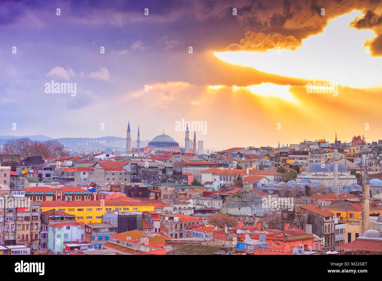 Istanbul vista dalla sommità del tetto che ha posto la città interna Immagini Stock