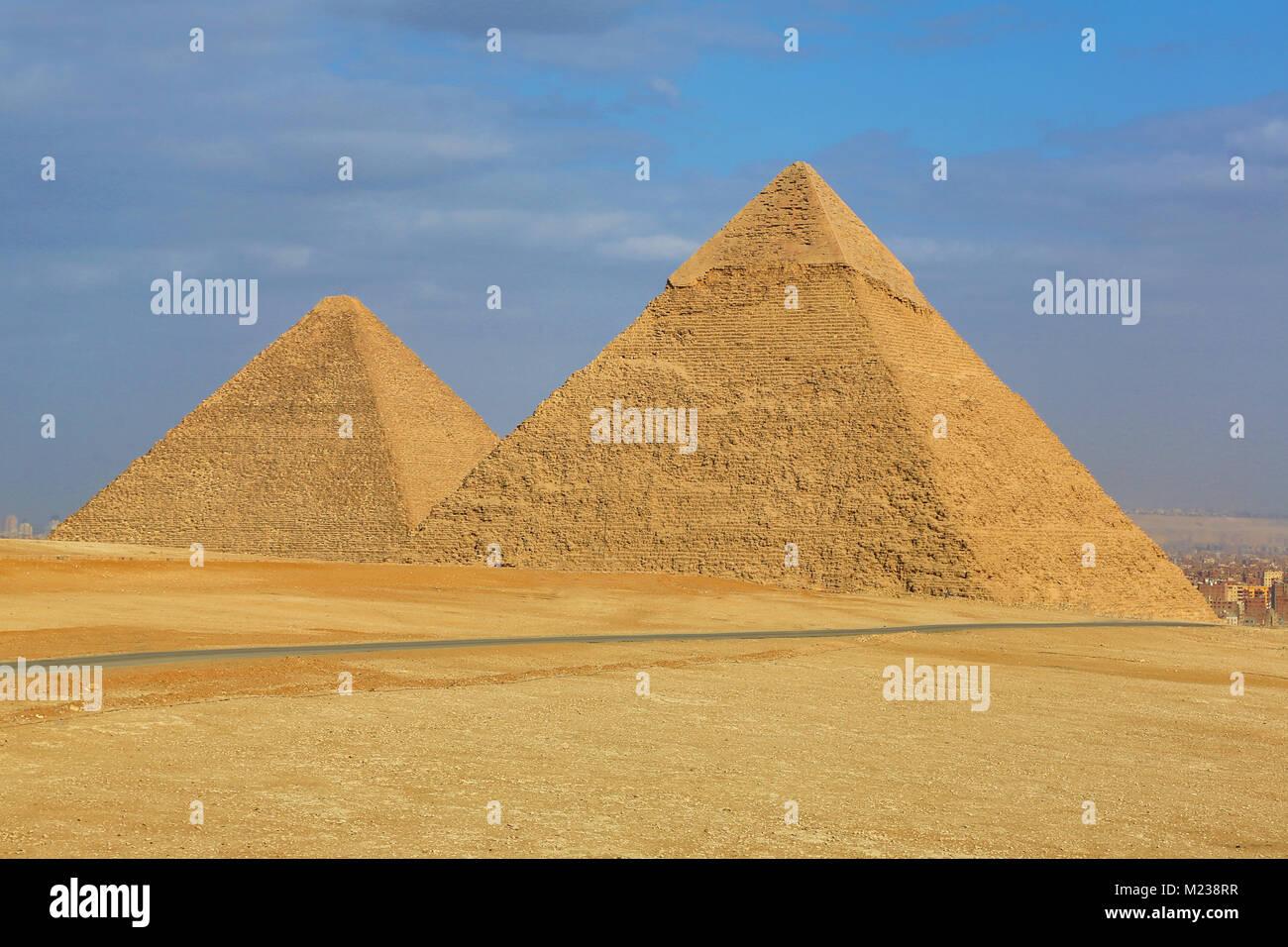 La Grande Piramide di Khufu (o Cheope) e la piramide di Khafre (o Chephren) sull'Altopiano di Giza, il Cairo, Immagini Stock