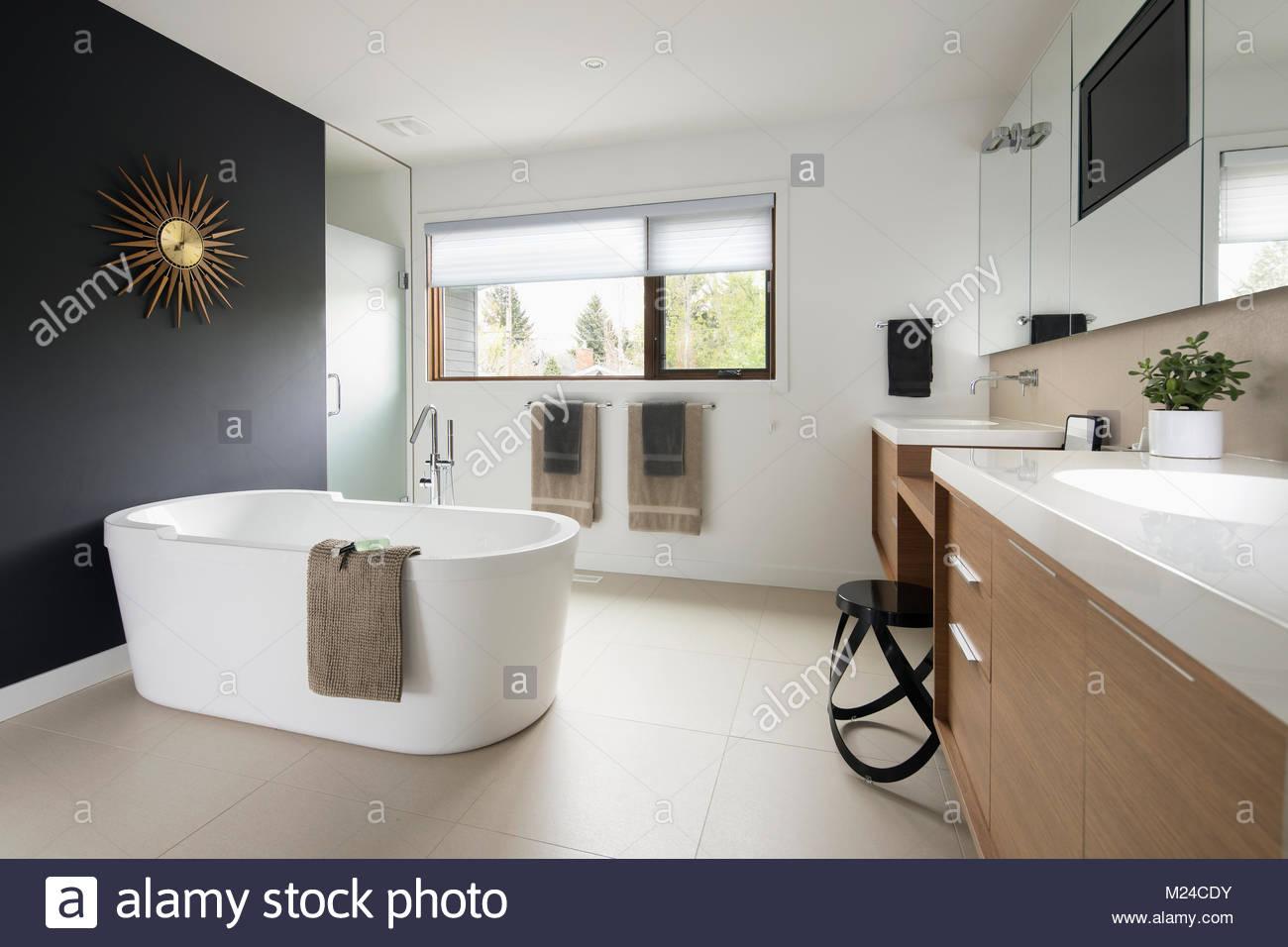 Vasca Da Bagno Moderno : Bagno moderno con vasca da bagno a pavimento u kaufen sie dieses