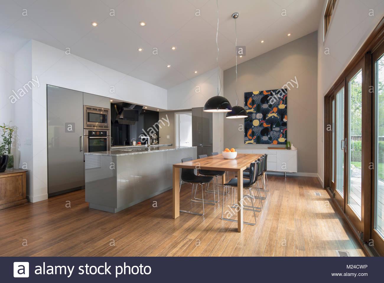 Home Vetrina cucina a pianta aperta e la sala da pranzo Foto ...