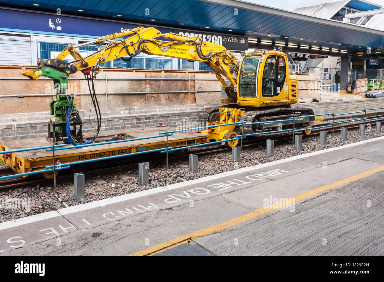 Rampa industriale macchinari di impianto a lettura stazione ferroviaria, Berkshire, Inghilterra, GB, Regno Unito Immagini Stock