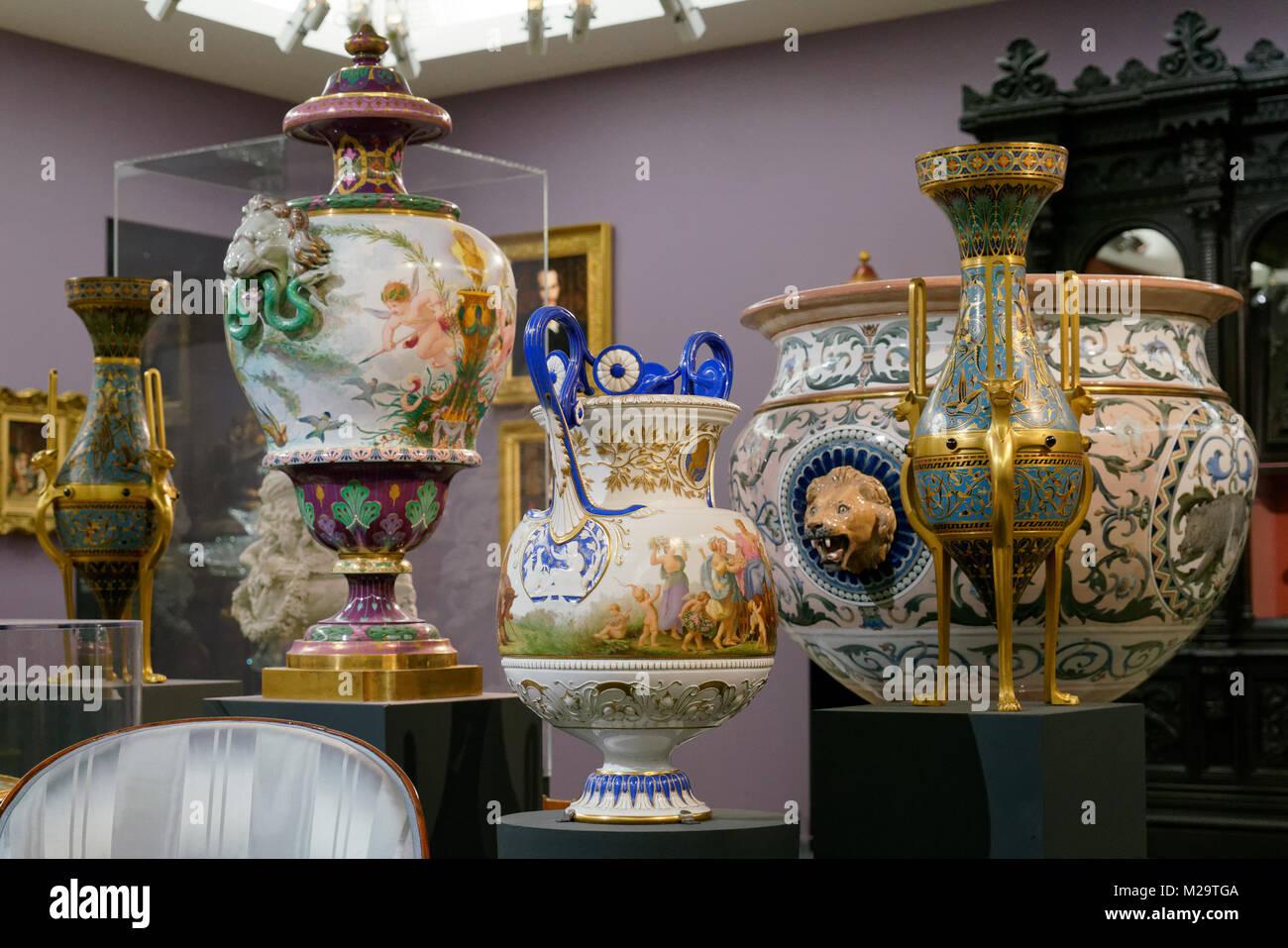 Alcune gallerie a Parigi il Musée d'Orsay sono dedicate al XIX secolo arti decorative tra cui arredi, enormi Immagini Stock