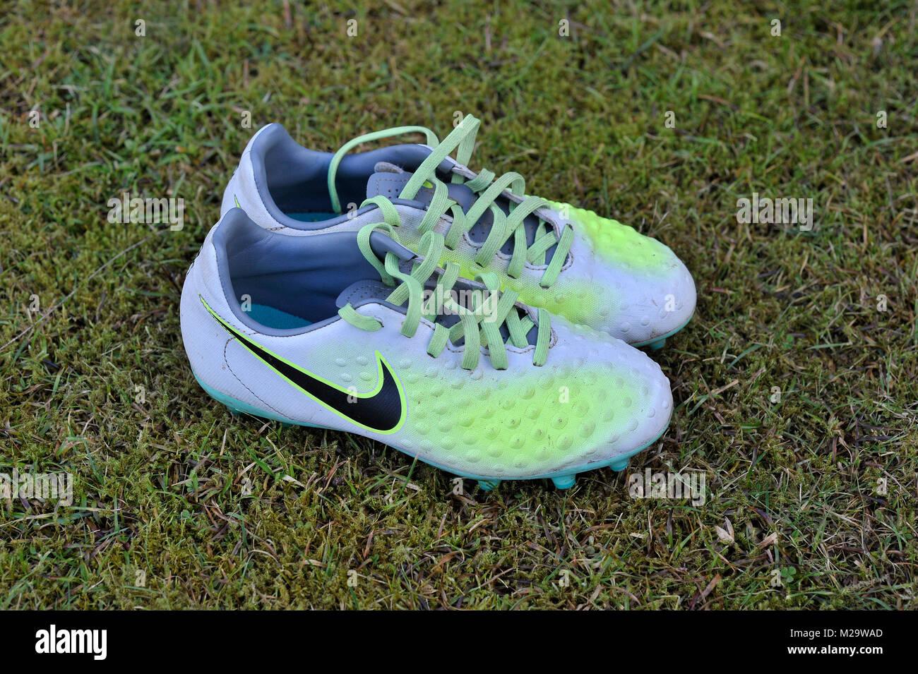 Bambini scarpe da calcio Foto & Immagine Stock: 173550453