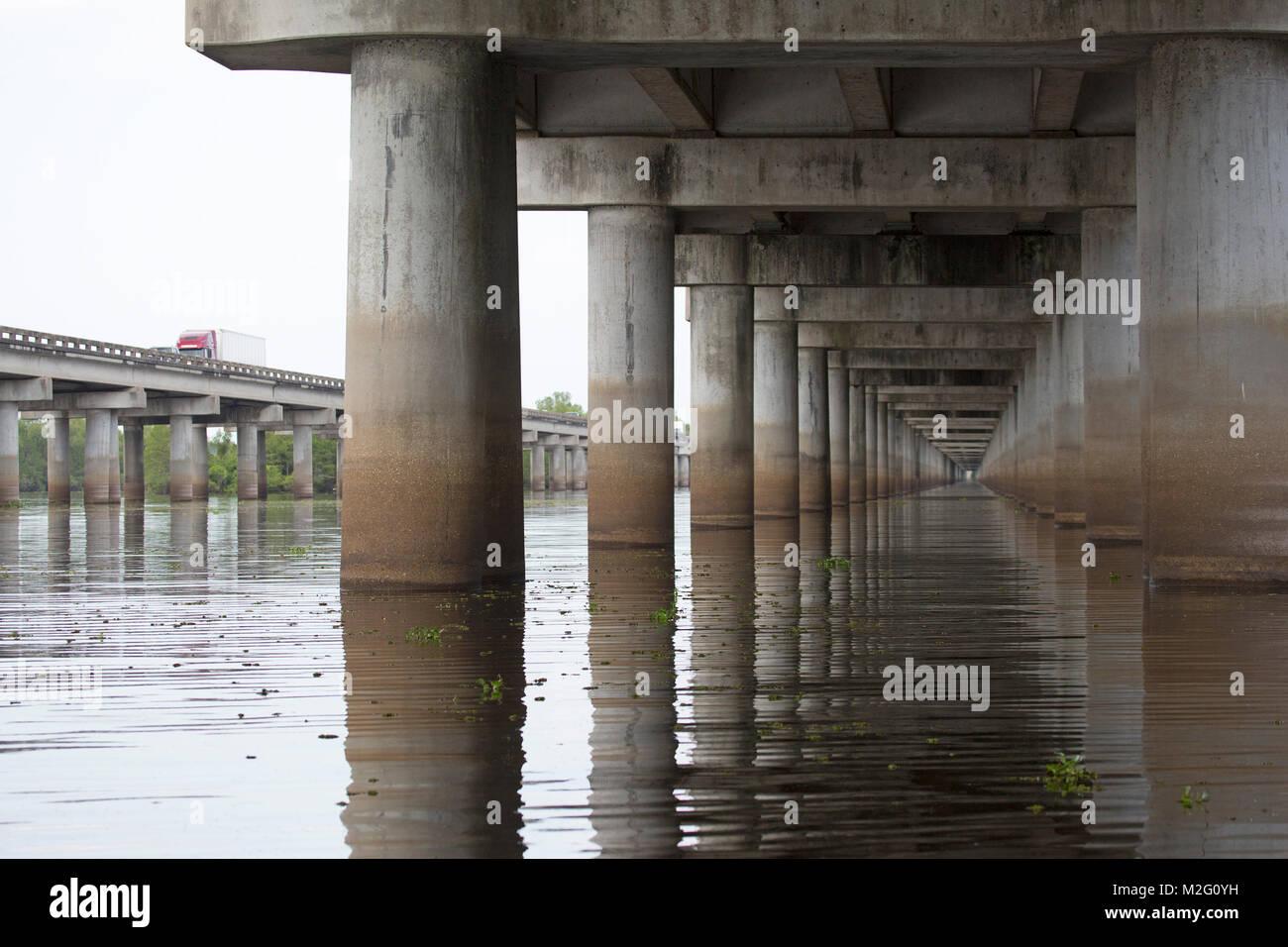 Palude Atchafalaya autostrada, un 18.2 miglio ponte che attraversa la zona umida sulla Interstate 10 (I-10) autostrada Immagini Stock