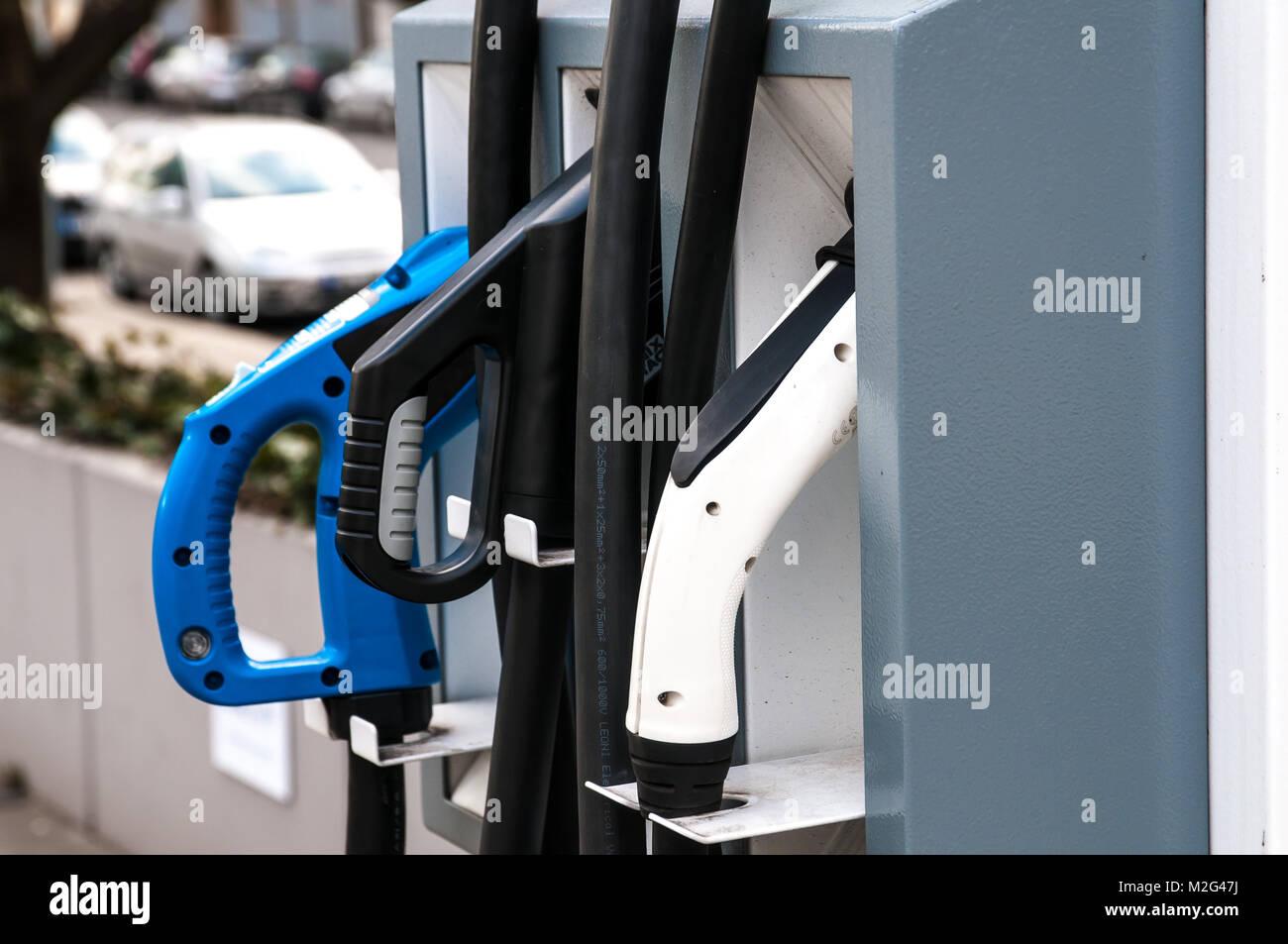 Praga Repubblica Ceca, 2 febbraio 2018, stazione di ricarica per auto elettriche e auto ibride Immagini Stock