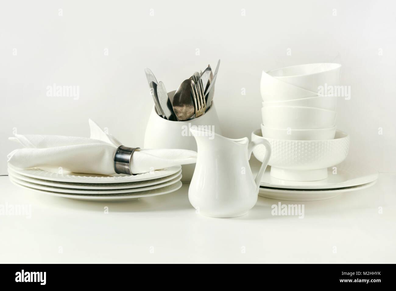 Oggetti per il servizio da tavola bianco per servire ...