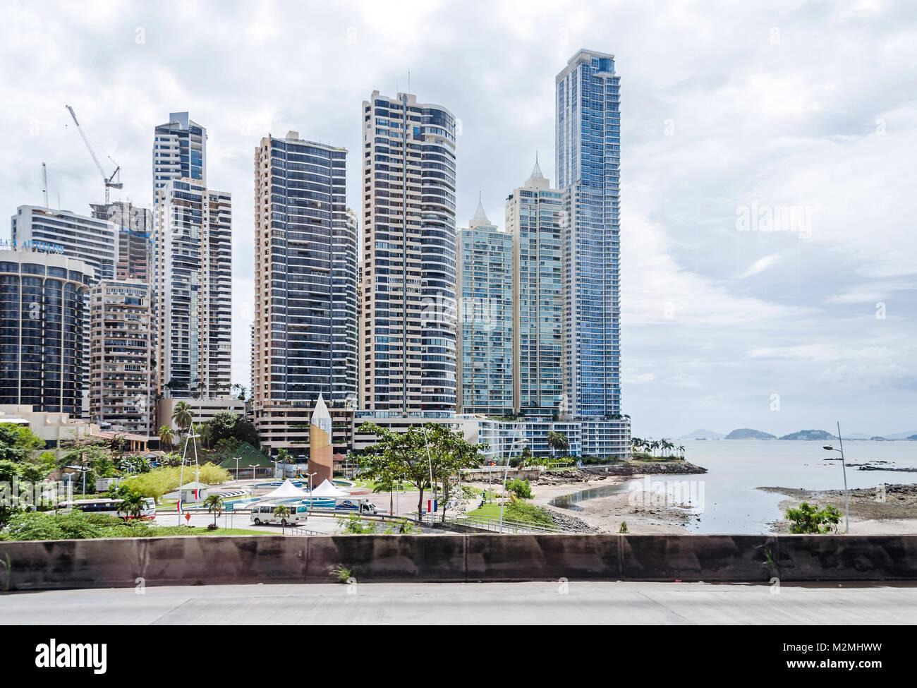 e28261d09f Panama City, Panama - 3 Novembre 2017: boom di costruzione nella città di  Panama. Punta Paitilla, Hotel Plaza Paitilla Inn a sinistra.