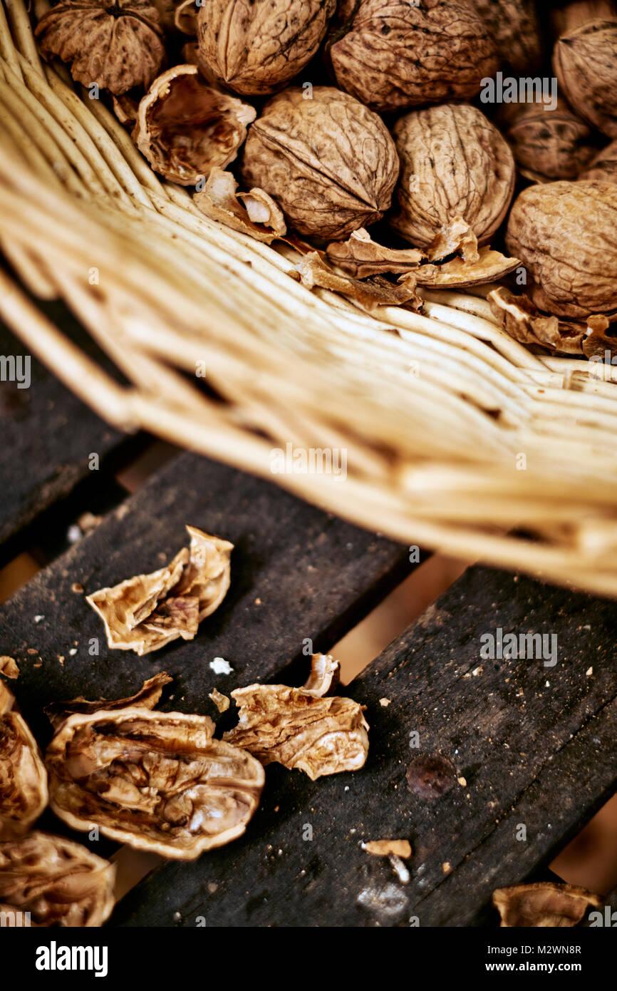 Prodotto localmente le noci per la vendita in Dordogne Francia Immagini Stock