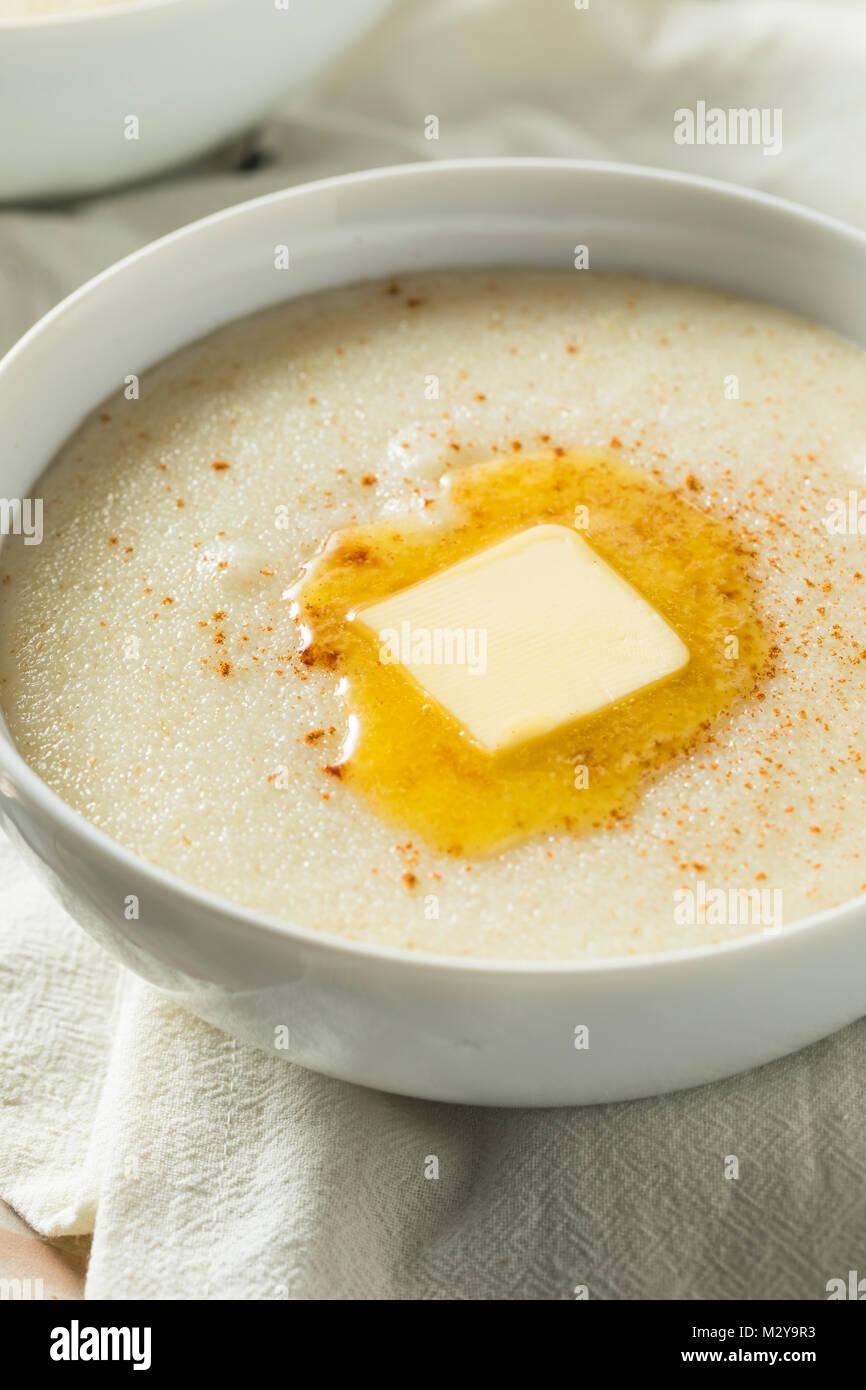 Le sane cremosa di frumento Farina crema di farina e di latte per la prima colazione Immagini Stock