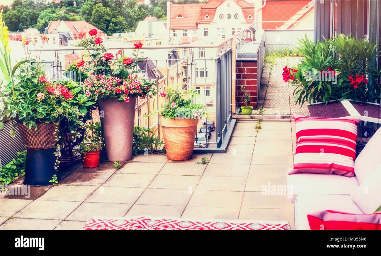 Balcone O Terrazza Patio Design Con Confortevole Arredamento