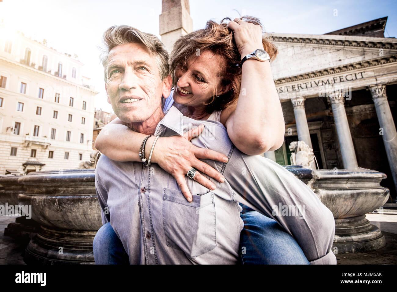 Coppia senior di turista in vacanza a Roma Immagini Stock