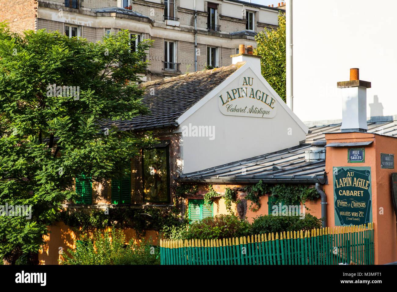 Parigi, Francia - luglio13,2014: Lapin Agile cabaret club di Montmartre, Paris è stato popolari con i residenti Immagini Stock