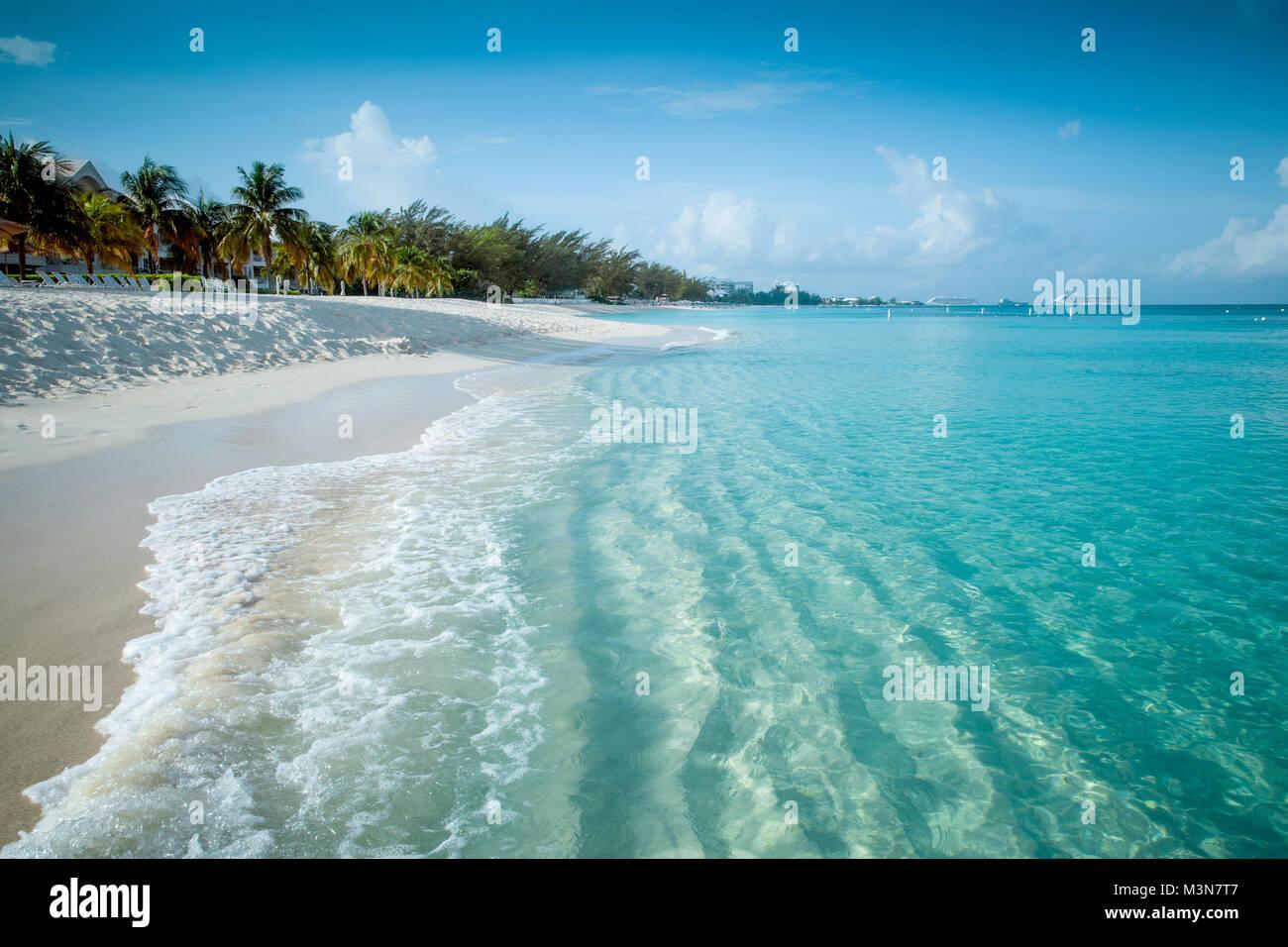 Paradise beach su un isola tropicale Immagini Stock