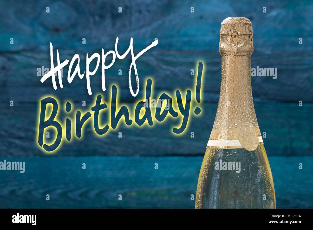 Buon Compleanno Bottiglia Di Champagne Con Gocce Di Acqua Contro Una