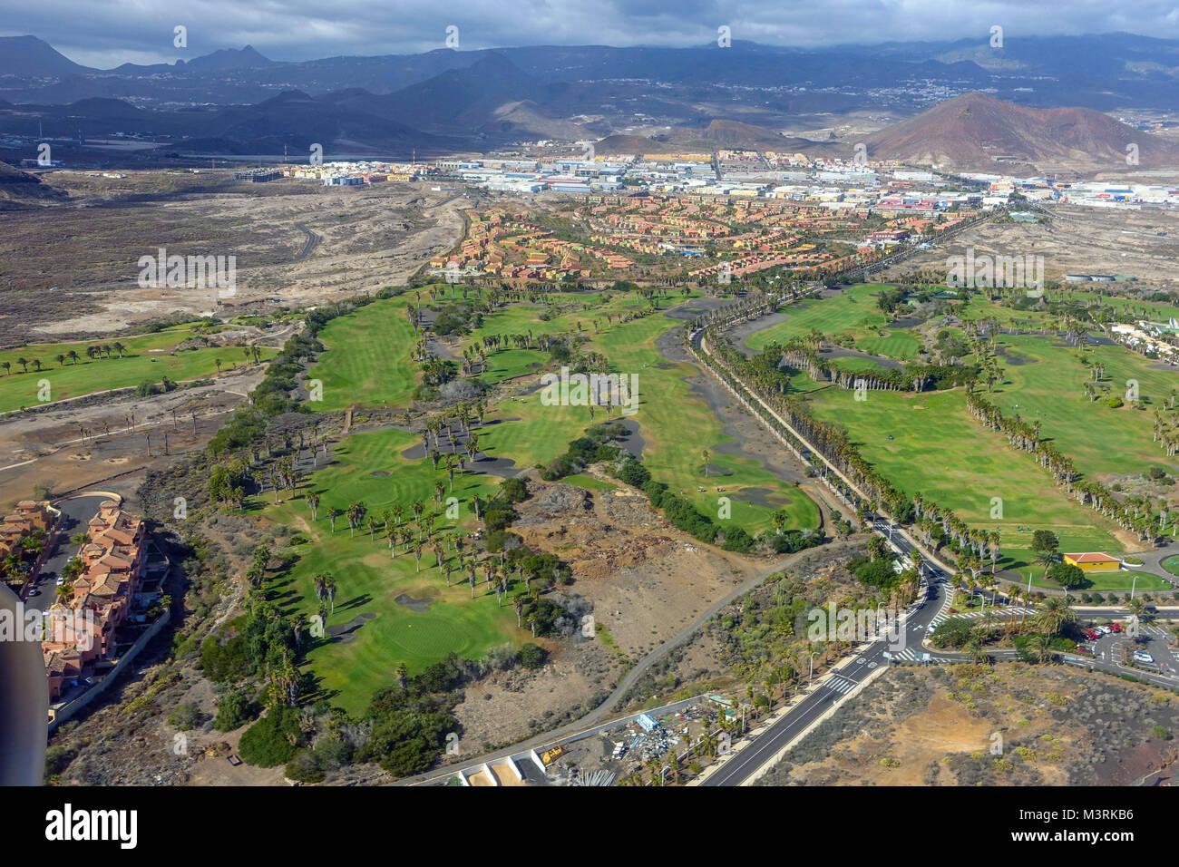 Aeroporto Tenerife Sud : Campo da golf e urbanisations visto da di avvicinamento in aereo