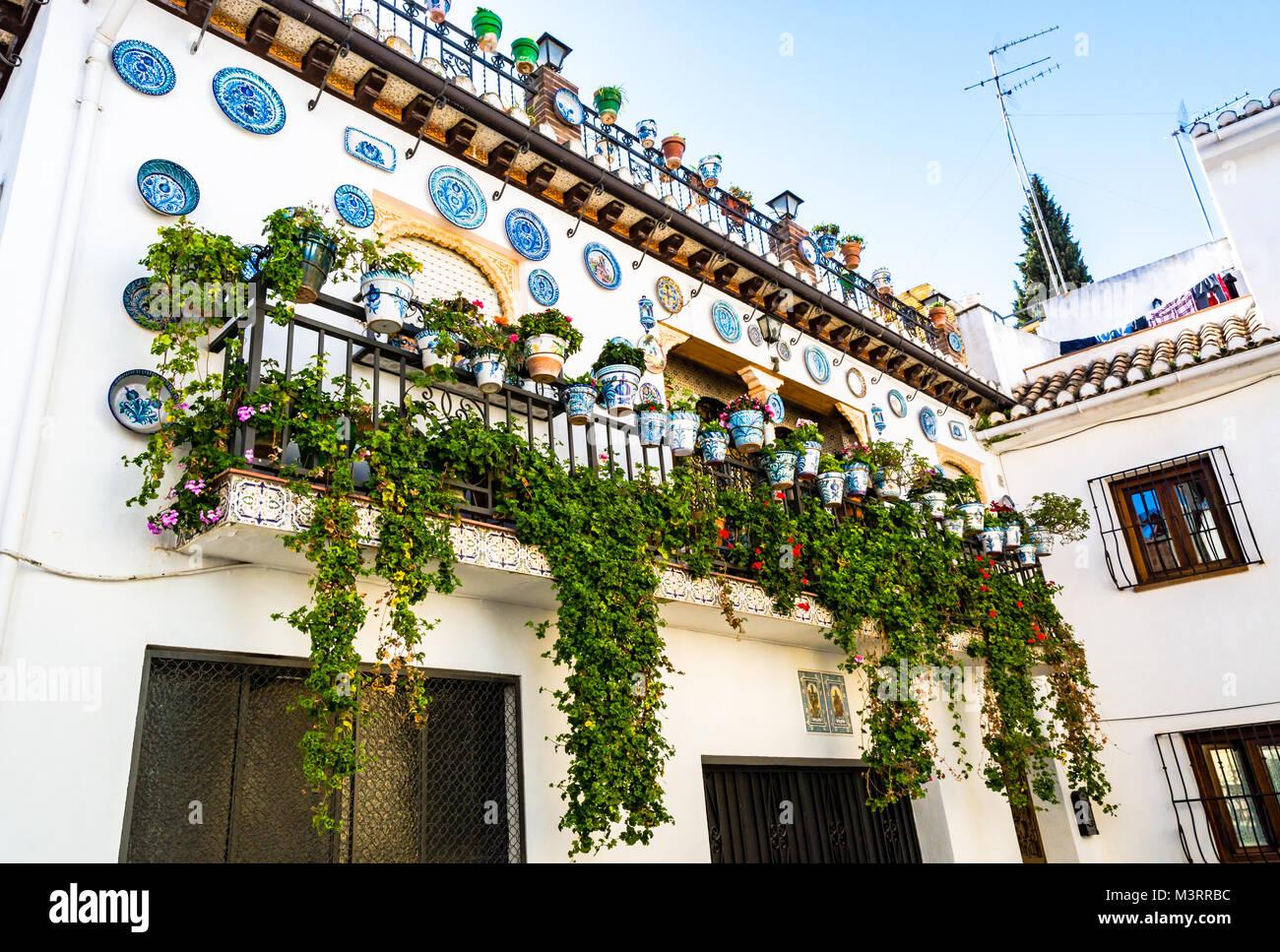 Granada spagna facciata di una casa tradizionale con una - Facciata di una casa ...
