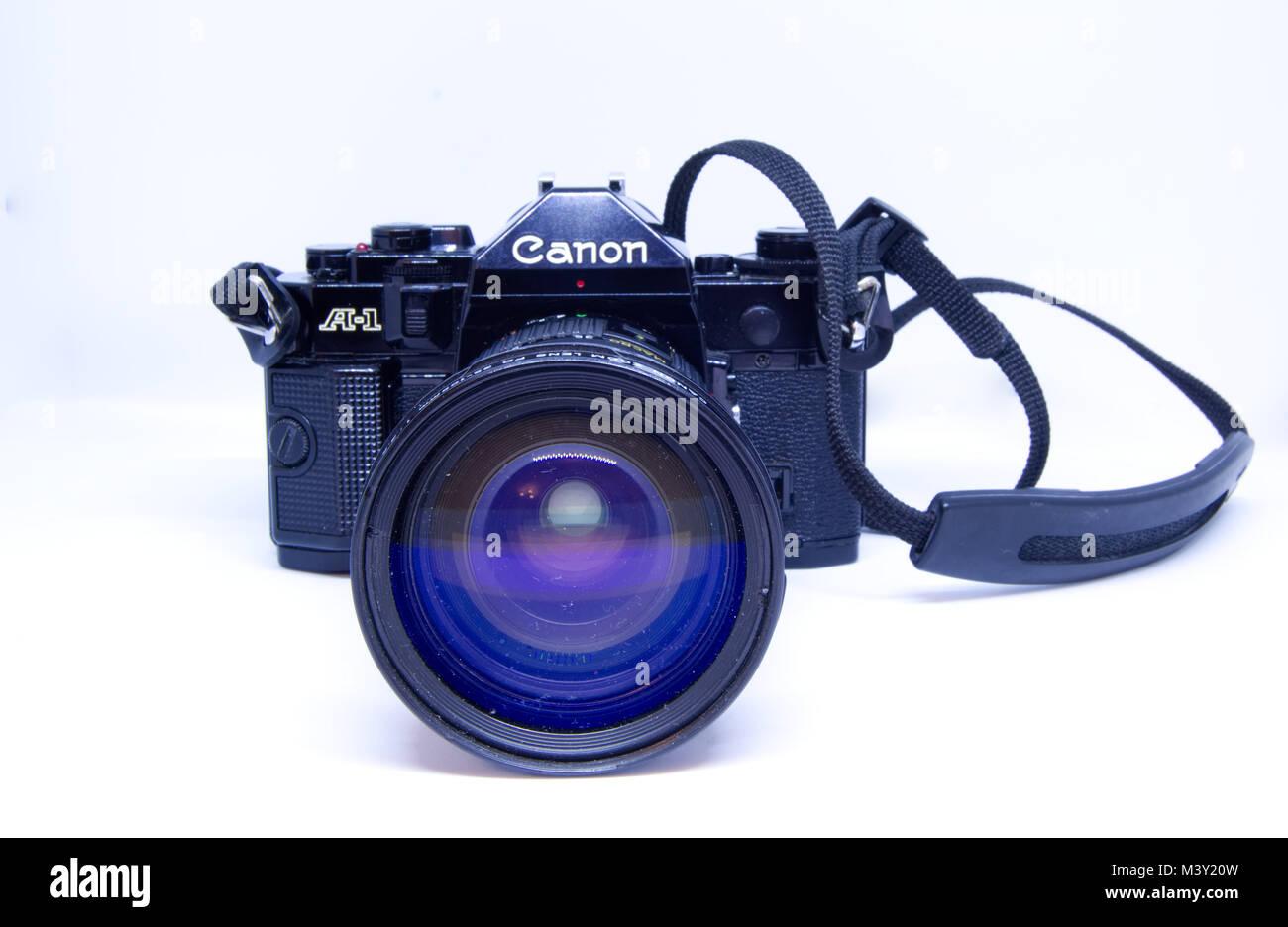 Canon A-1 telecamera cinematografica raffigurato su uno sfondo bianco Immagini Stock