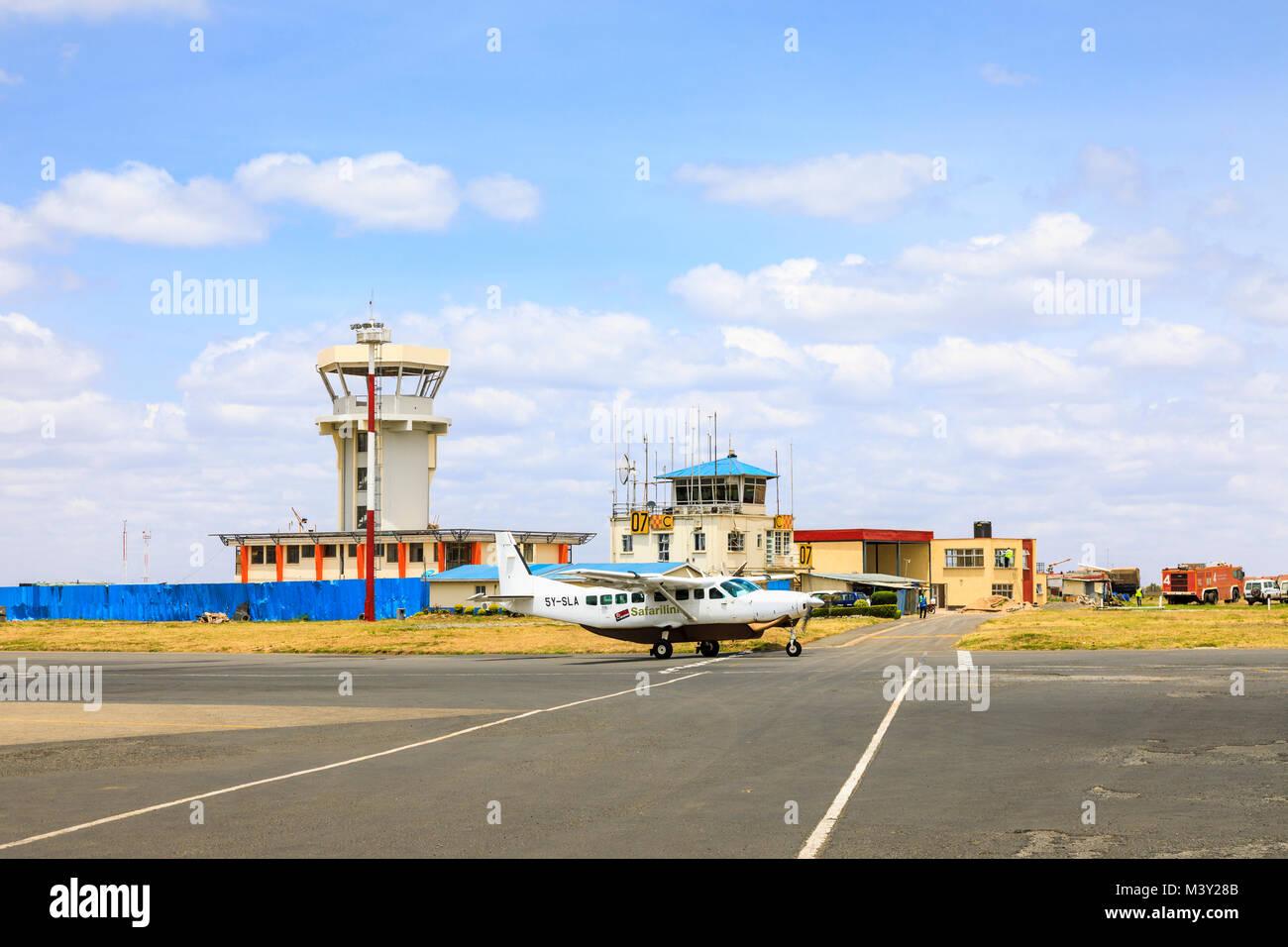 Aeroporto Kenya : Safarilink aeromobili in rullaggio dalla torre di controllo dell