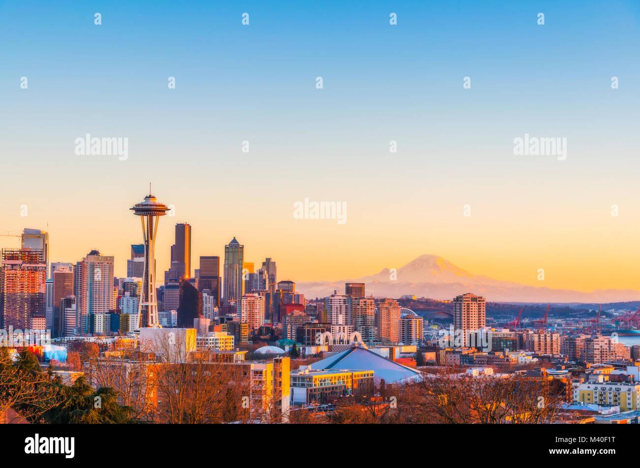 Bella città di Seattle skyline sul tramonto,Washington,Stati Uniti d'America. Foto Stock