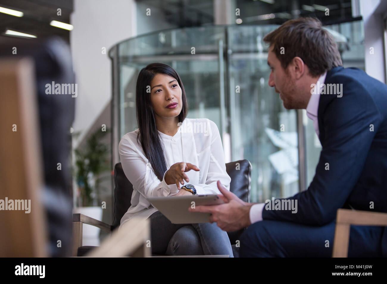 Imprenditrice intervistando Immagini Stock
