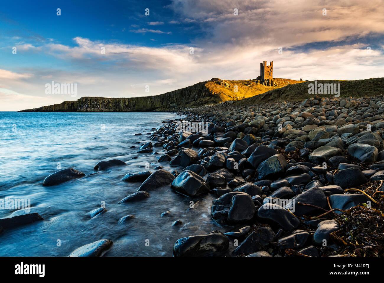 Una fotografia del castello di Dunstanburgh in Northumberland. Immagini Stock