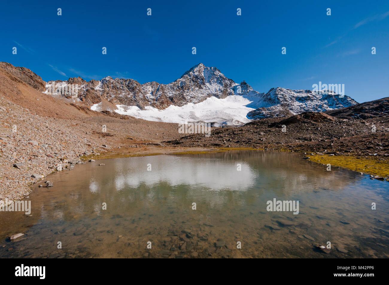 Corno dei Tre Signori e Sforzellina lago a Passo del Gavia, Valtellina, Lombardia, Italia Foto Stock