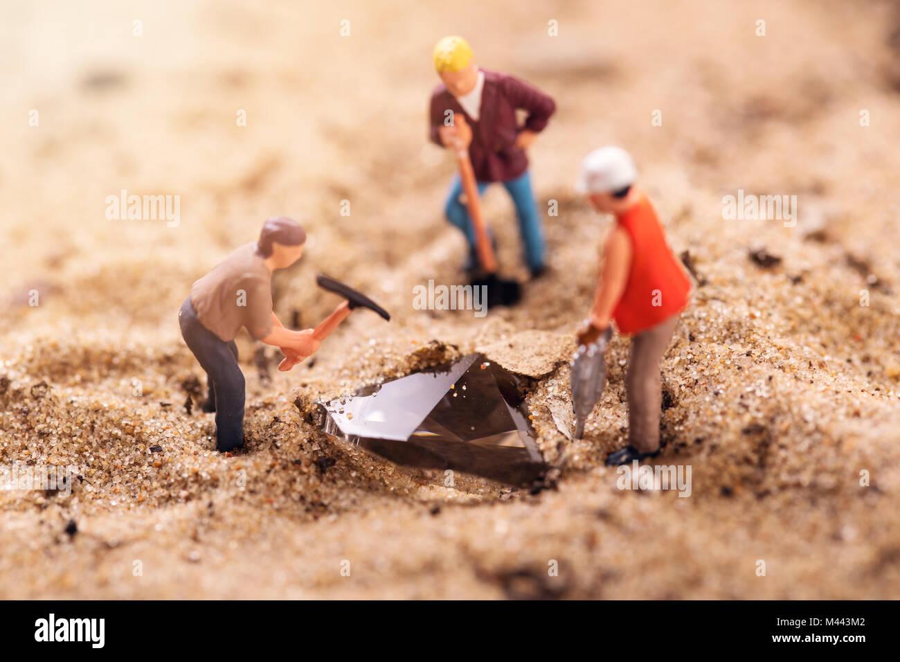 Diamond mining e far tesoro di concetto di ricerca Immagini Stock
