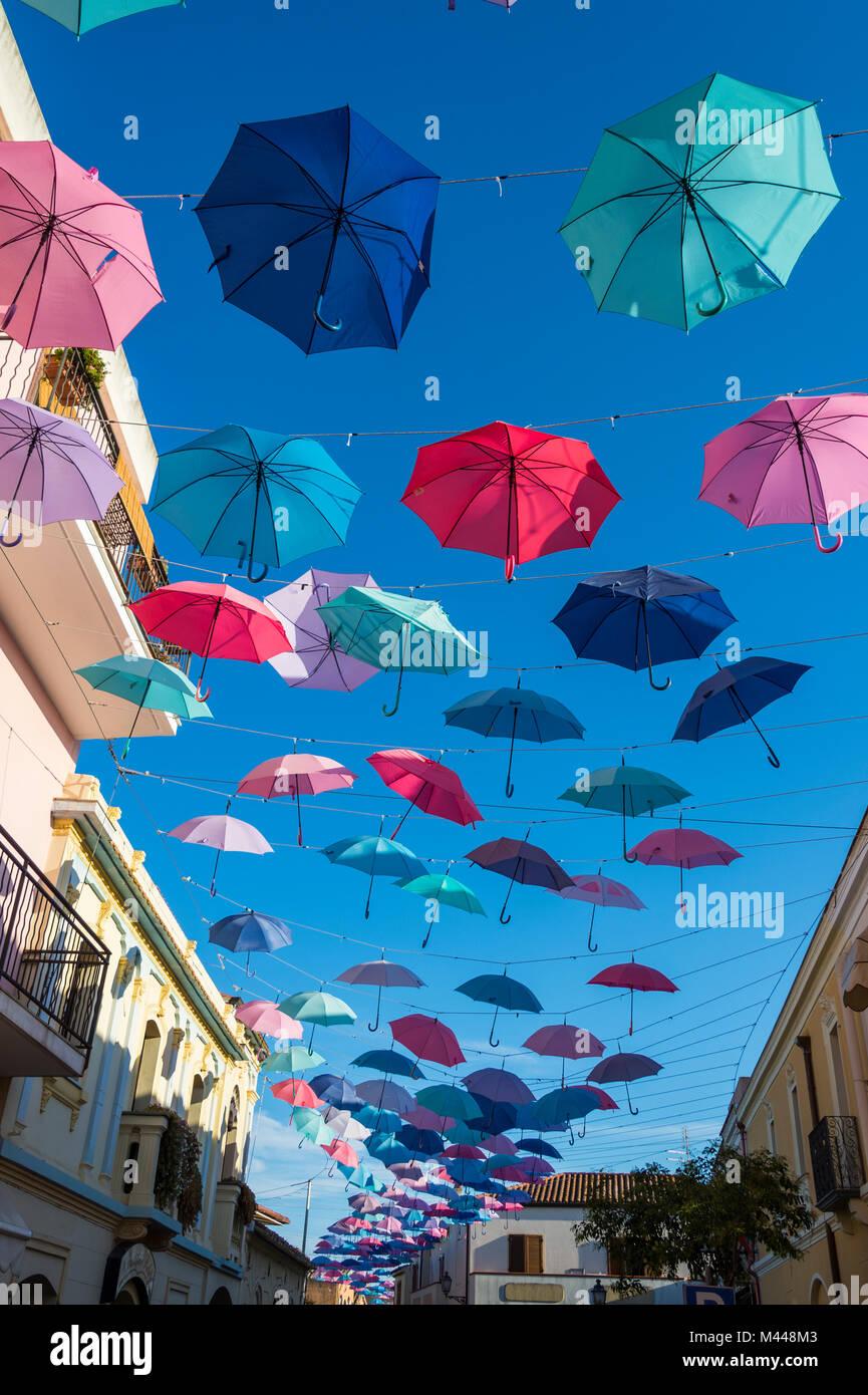 Ombrelloni Street a Pula, Sardegna, Italia Immagini Stock