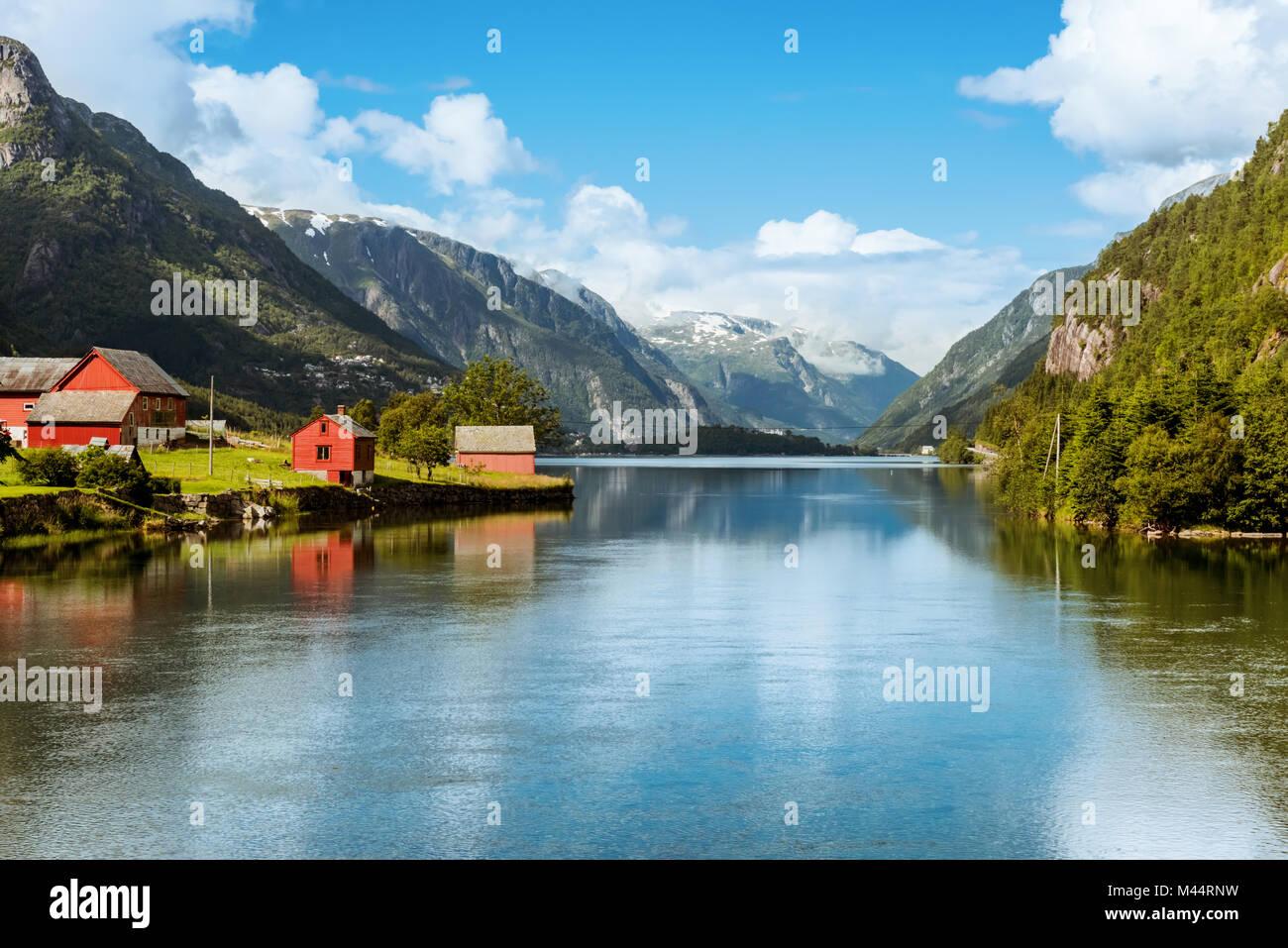Odda è la Norvegia città situata vicino a Trolltunga rock Immagini Stock