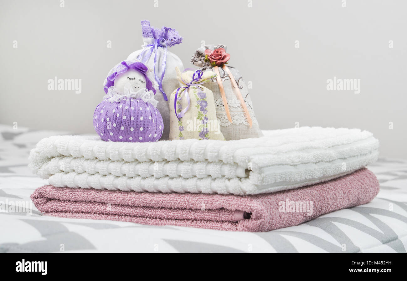 Decorazioni Camera Da Letto Ragazza : Sacchetti profumati e viola e custodia di lavanda la figura di una
