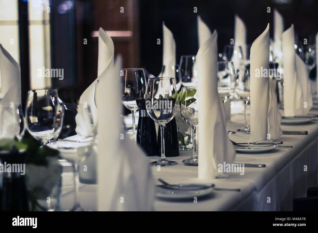 Decorate a tavola - ristorante ambiente nozione Immagini Stock