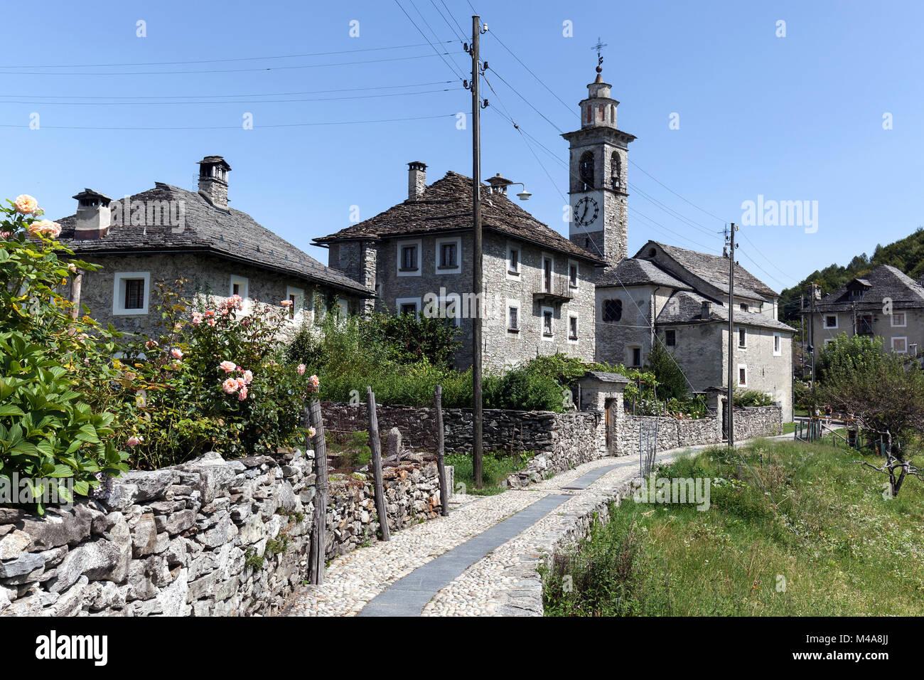 Case In Pietra Di Montagna : Townscape ticino tipiche case in pietra e la chiesa parrocchiale