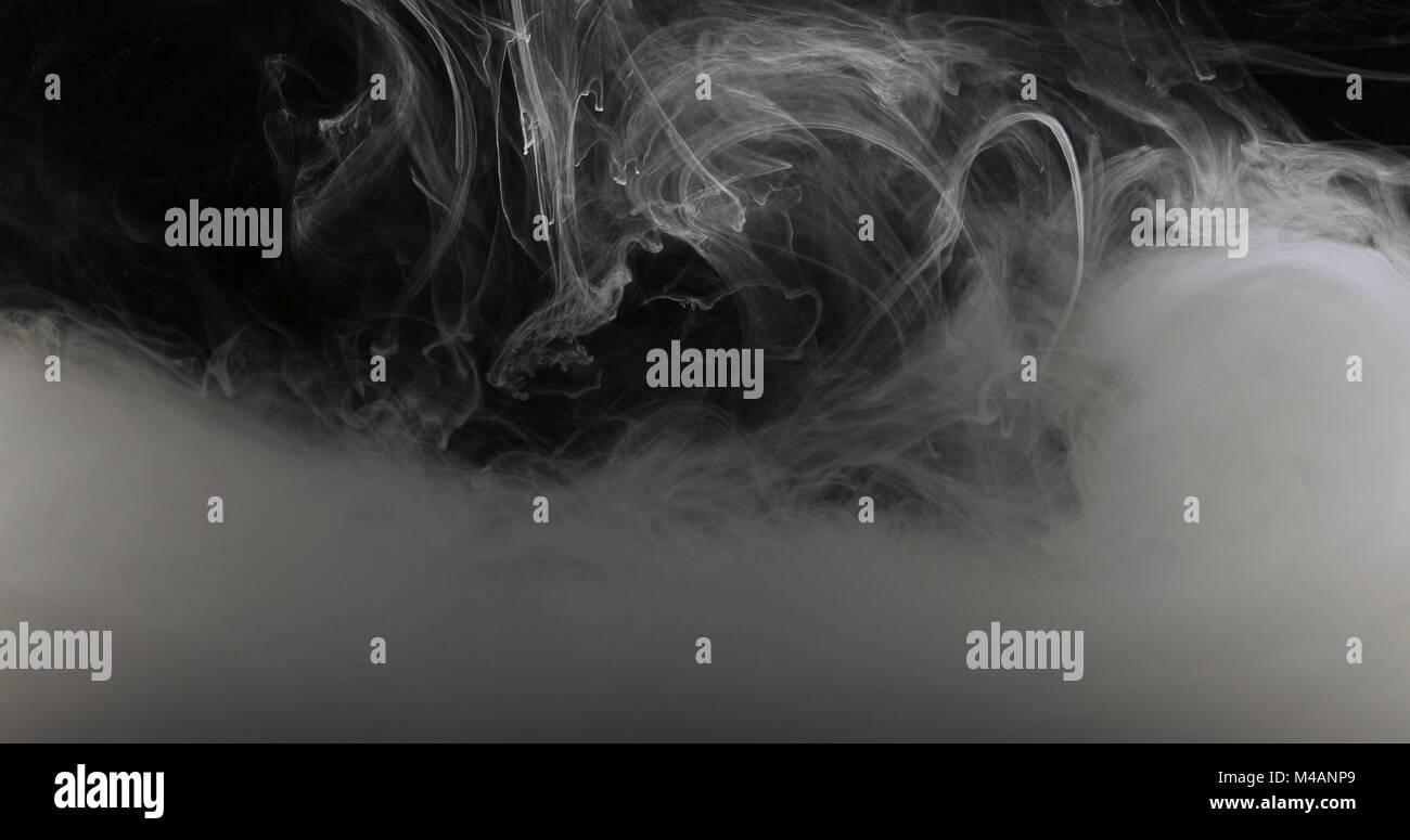 Concept Art vernice bianca in acqua come il fumo in Slowmotion Immagini Stock
